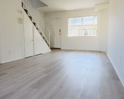 1 Bedroom 1 Bath Apartment in Glendale with Den
