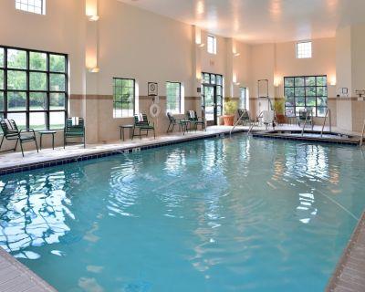 King Suite. Free Breakfast. Indoor Pool & Hot Tub. Great for Business Travelers! - Chesapeake