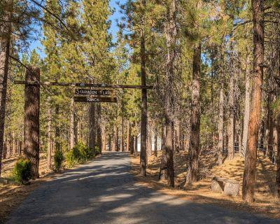 Family friendly retreat, private forested acreage - Fox Farm