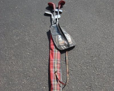 SET OF KIDS GOLF CLUBS