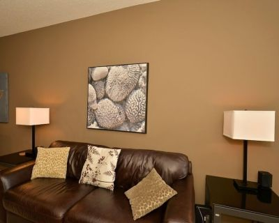 Quiet, Beautifully Furnished 2 Bedroom Suite In South Central Calgary - Lake Bonavista