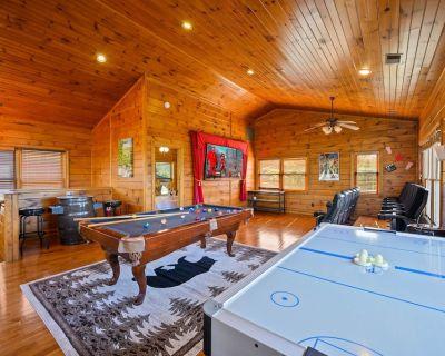 Luxury 4 bedroom Suites & 4Bath:Game Room/Great Location - Gatlinburg