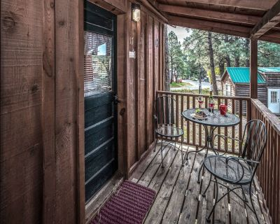 Set among towering Ponderosa pines, Windchaser is ideal for anyone longing to es - Ruidoso