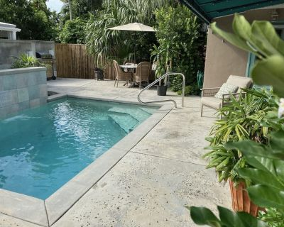 Pet friendly Monthly Rental with Private Pool - New Town