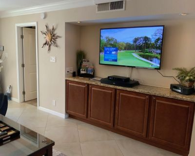 Renovated main-floor unit with lovely patio close to everything - South Scottsdale