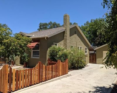 Downtown Paso Robles! Big Backyard, WiFi, Cable, Luxury Amenities & Pet Friendly - Paso Robles