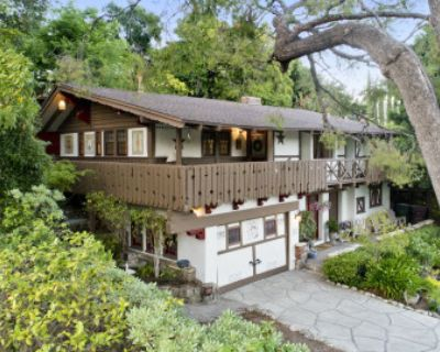 The Swiss Chalet: Quaint Character, Pool, and Stunning Views, Glendale, CA