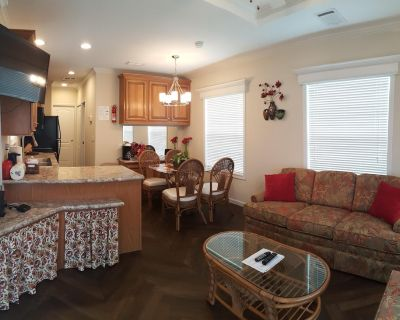 Brand New Tiny House near Orlando Attractions and Central Florida Beaches - Four Corners
