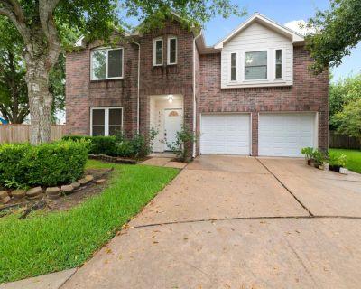 1706 Oak Meadow Drive, Kemah, TX 77565