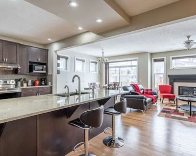 House on a Hill: 3Bdrm with Private Playground & New Appliances - Northwest Calgary