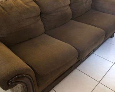 Vendo Muebles por Mudanza en Hialeah