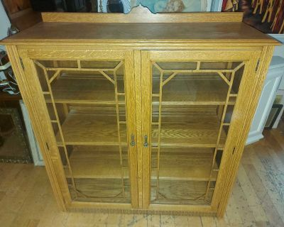 """Gorgeous antique solid Oak wooden Bookcase or display cabinet with glass doors 46"""" tall by 42"""" by 15.5"""""""