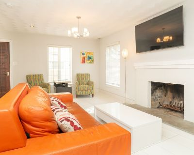 Modena - Luxury Two-Story Townhouse Furnished and Pet Friendly!! - Northeast Virginia Beach