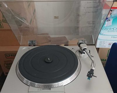 Sony turntable. Works perfectly. $100.00