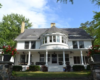 Lake Beulah Lakefront-Spectacular historic renovated estate - East Troy