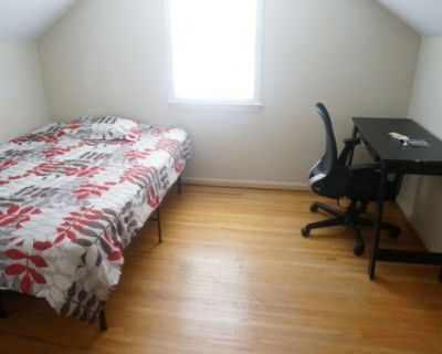 Room in 4 Room house to sublet, female students