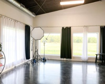 Modern Photography And Portrait Studio In Rural South Texas, Mathis, TX