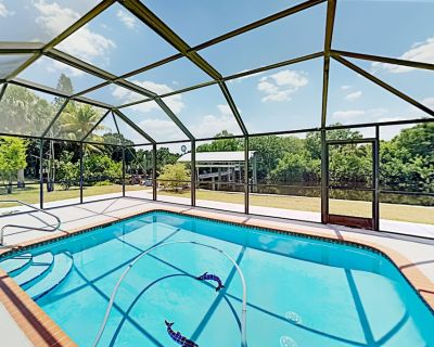 Fort Myers Shores | Enclosed Pool & Patio, Private Boat Dock - Fort Myers Shores