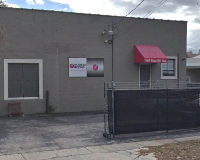 3,430 SF : FLEX SPACE air-conditioned warehouse/office/retail space