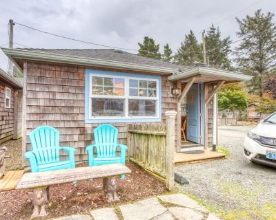 Serene dog-friendly cottage just blocks from the beach & main drag! - Downtown Cannon Beach
