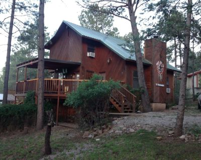 Dream Catcher Cabin Retreat W/ 6 Person Hot Tub,WiFi, & 3 Decks - Hollywood