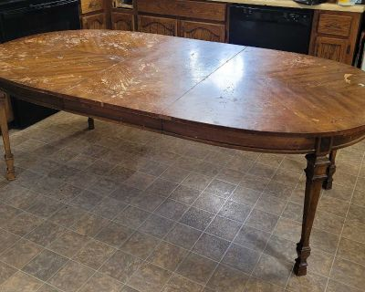 Large 6 seater pecan kitchen table. Needs some TLC