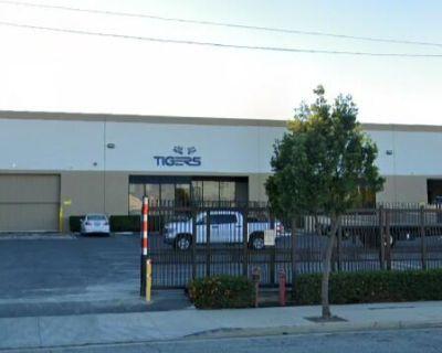 Unincorporated LA, Dock High Loading, Fenced/Paved Yard