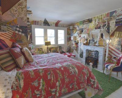 Cozy Third Floor Suite in West Village- Host shared - Detroit