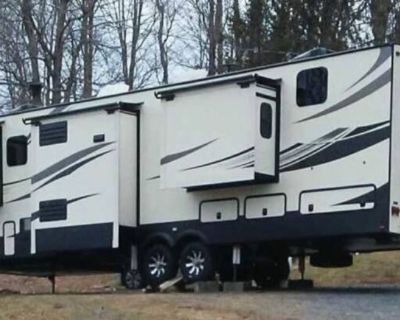 PRICE REDUCED - Buy from the Owner - 2019 Keystone Alpine 3700FL