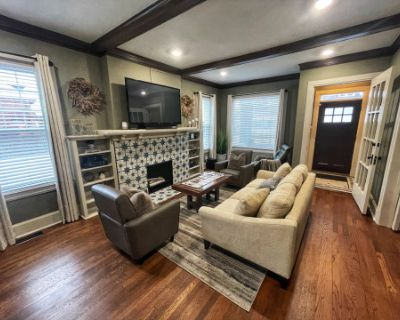 Contemporary Craftsman Flat Minutes from Downtown, Detroit, MI