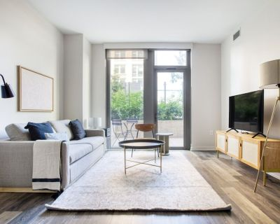 Ideal Crystal City 2BR w/ Pool, Gym, W/D, 1 block to to WF by Blueground - Crystal City