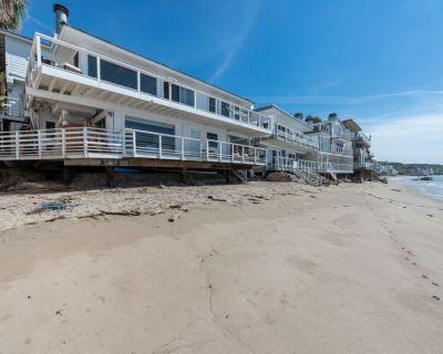 Malibu Rd Ocean Front Dry Sandy Beach House + Studio, 2 Kitchens, Cedar Hot Tub - Central Malibu