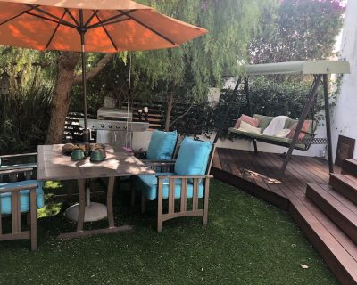 Lovely, open airy home -in West Hollywood accommodates 6 people and pet friendly - West Hollywood