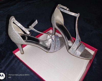 Women's Size 7 Silver Slipper High Heels NWB