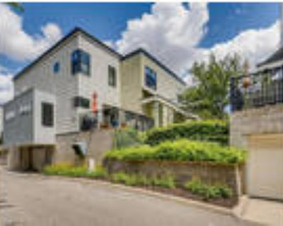 $2,400 Beautiful Townhome 2 Bedrooms 3 Baths Uptown!!