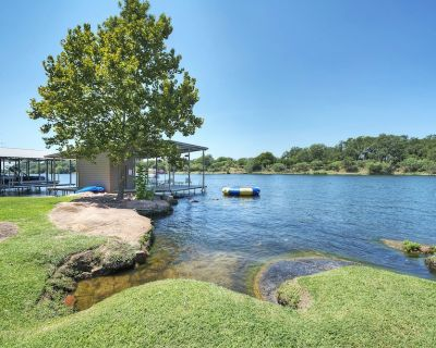 Lake LBJ Luxury Cottage - Newly Renovated and Listed - Sleeps 12! - Burnet