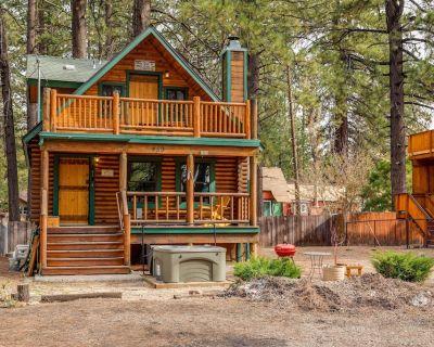 Bear Lake Hideaway: Two Story Log Cabin w fireplace & hot tub. Walk to the lake! - Big Bear Lake