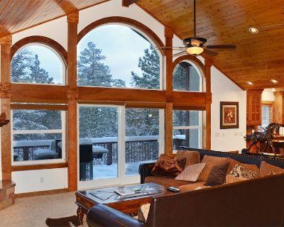 Spacious luxury cabin. Superb Kitchen, Pool table, close to skiing/snowboarding - Upper Moonridge
