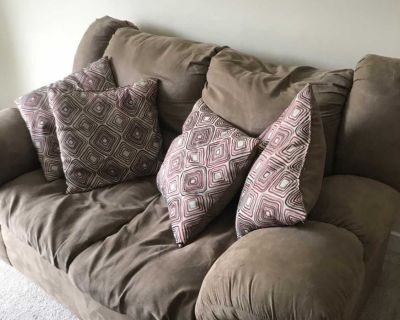 Love Seat- plush with 4 matching pillows