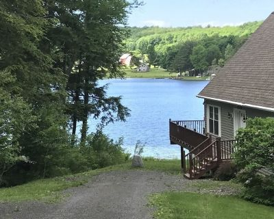 Pristine Lakefront Home~Dock, Decks, Water Toys & Boats! - Burlington Flats