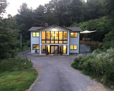 Mountain Springs Art House gallery in nature - Fairview