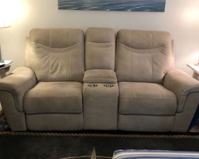 Dual recliner with center console (electric)
