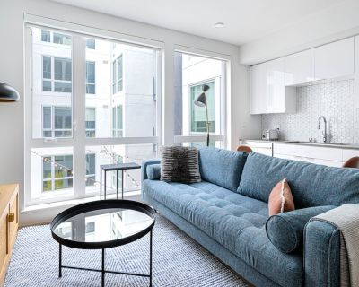 Luxe Oakland Studio w/ AC, W/D, Gym, Coworking, near BART, by Blueground - Lakeside