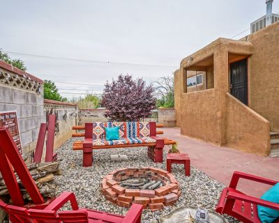 Nob Hill Guesthouse, King Bed, Patio w/Firepit - Nob Hill