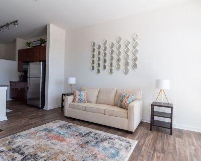 Luxury apartment | WiFi, Gym, Pool, Shops & Food! - First Ward
