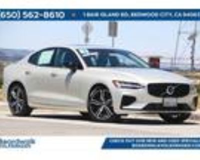 2021 Volvo S60 Recharge Plug-In Hybrid T8 R-Design Expression
