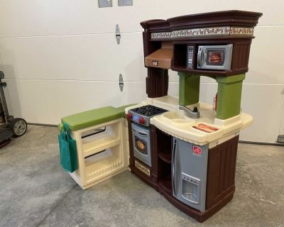 Step 2 Kitchen Play set with accessories