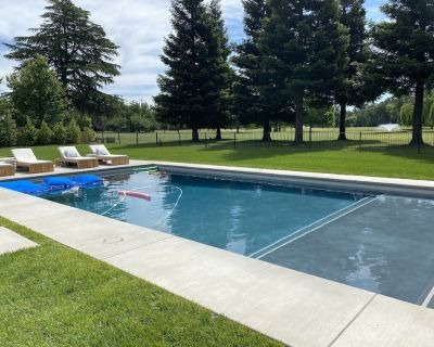 Gorgeous Designer Home on Golf Course with POOL - perfect for large gatherings! - Durham