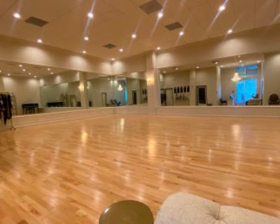 1500 Sqft Luxury Dance Studio - Open 24/7 - Grand Piano, Dance Floor, Large Mirrors, High Ceilings, Arcadia, CA