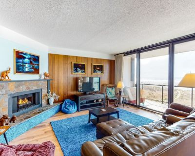 Oceanfront Condo w/ Amazing View, Fireplace, WiFi & Shared Pool - Two Dogs OK! - Seaside